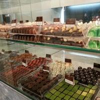 Das Foto wurde bei Baccarat Chocolatier von Eka G. am 9/23/2012 aufgenommen