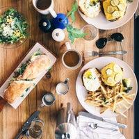 Снимок сделан в Cafe No Sé пользователем Victoria M. 9/20/2015