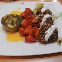 รูปภาพถ่ายที่ La Raccolta Ristorante Vegetariano Biologico โดย Lucrezia S. เมื่อ 11/13/2013