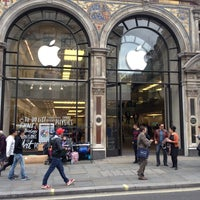 Photo taken at Apple Store by Ozan U. on 9/18/2013