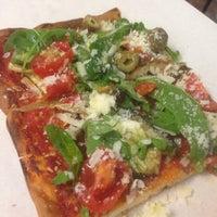 Foto scattata a Pizza Luigi da Amieke D. il 10/10/2014