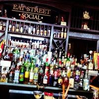 Foto tomada en Eat Street Social por Mike M. el 6/26/2013