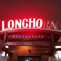 Photo taken at LongHorn Steakhouse by James C. on 12/17/2013