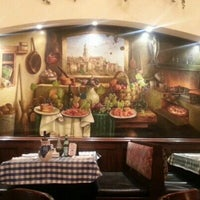 Photo taken at Italianni's by Xavi G. on 2/5/2013