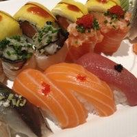Foto tirada no(a) Sushi Pearl por Manuel F. em 3/13/2015