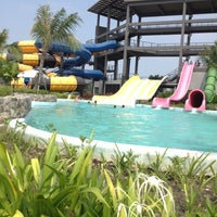 Photo taken at Black Mountain Waterpark by ฮัซซูนะฮ์ ช. on 3/5/2013