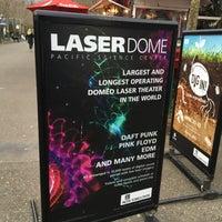 Foto tirada no(a) Seattle Laser Dome por Marissa em 4/2/2017