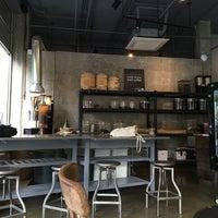 Foto scattata a Bean & Bean Organic Coffee da Marissa il 5/22/2016