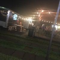 Foto tomada en El Predio - Food Truck Park por Fidel E. el 10/21/2017