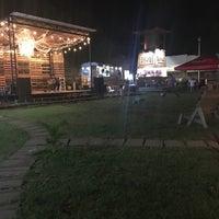 Foto tomada en El Predio - Food Truck Park por Fidel E. el 11/19/2017