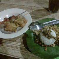 """Photo taken at Nasi Kucing """"ANGKRINGAN"""" Kapok Lombok by putri a. on 12/24/2012"""