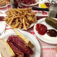 Photo taken at Schwartz's Montreal Hebrew Delicatessen by Abdul S. on 5/26/2013