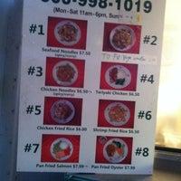 Foto tomada en Noodle House Food Cart por Debbie L. el 11/18/2012