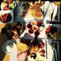 Das Foto wurde bei Alkan's cafe-bistro von Börtçe U. am 4/11/2015 aufgenommen