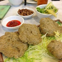 Photo taken at Ming Kee Seafood Restaurant 明記海鮮飯店 by Philip S. on 1/11/2013