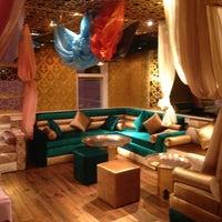 1/22/2013 tarihinde Özge B.ziyaretçi tarafından Al Fakheer Shisha Lounge'de çekilen fotoğraf