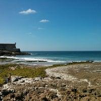 Foto tirada no(a) Praia do Moinho por Ricardo R. em 6/13/2013