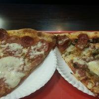 Das Foto wurde bei Bay34th St Pizzeria von John S. am 3/1/2017 aufgenommen
