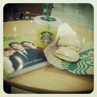 Foto diambil di Starbucks oleh Carola D. pada 6/30/2013