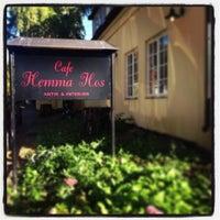Photo prise au Café Hemma Hos par Tora Elisabeth M. le10/13/2013