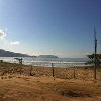 Foto tirada no(a) Praia da Lagoinha por Thiago R. em 3/3/2013