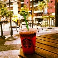 Foto tirada no(a) Starbucks por Tally K. em 11/7/2012