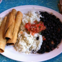 Photo taken at Wahoo's Fish Taco by Lula C. on 11/9/2012