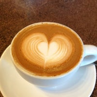 Снимок сделан в The Conservatory for Coffee, Tea & Cocoa пользователем Mapply O. 5/20/2013