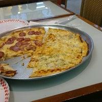 Foto tirada no(a) Mister Pizza por Fabio V. em 12/18/2014