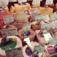 Foto tirada no(a) C'est Cheese por Theresa R. em 8/24/2013