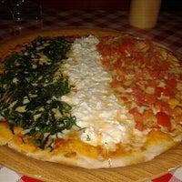 Foto tomada en I Famosi Pasta por Giulia C. el 10/16/2012