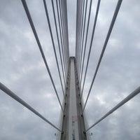 Foto tomada en Puente del Alamillo por Anya L. el 11/23/2012