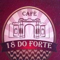 Foto tirada no(a) Café 18 do Forte por Rodrigo F. em 9/14/2013