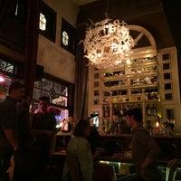 4/6/2016 tarihinde Cagil Gal I.ziyaretçi tarafından Alexandra Cocktail Bar'de çekilen fotoğraf
