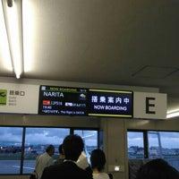 Photo taken at Gate E by 石屋製菓 on 7/3/2016