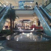 Foto tomada en Mall Florida Center por Vanessa L. el 5/8/2013