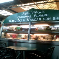 Photo taken at Original Penang Kayu Nasi Kandar by Hisyam M. on 5/7/2013