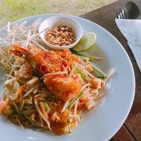 Photo taken at Maikaew Damnoen Resort | Ratchaburi by Oopz I. on 11/26/2016