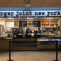 10/10/2018 tarihinde Albert C.ziyaretçi tarafından burger joint new york'de çekilen fotoğraf