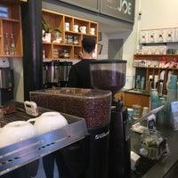 Снимок сделан в Joe: The Art of Coffee пользователем Albert C. 12/1/2017