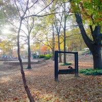 Das Foto wurde bei Chastain Park Walking Path von Colleen H. am 11/18/2012 aufgenommen