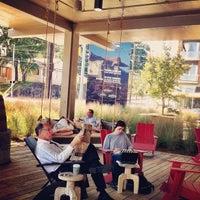 Foto tomada en Dancing Goats Coffee Bar por Stephen K. el 10/4/2012