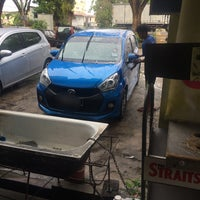 Photo taken at Boy Car Wash by Mohamad M. on 4/6/2016