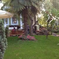 11/9/2012 tarihinde Murat A.ziyaretçi tarafından Mimarlar Odası Bahçe Cafe & Restaurant'de çekilen fotoğraf