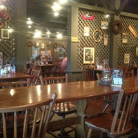 Photo taken at Cracker Barrel Old Country Store by Gwendolyn H. on 12/19/2012
