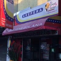 Foto tomada en Arepera Alma Llanera por Agustin el 4/27/2014