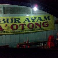Photo taken at Bubur Ayam Pa' Otong by Xtoredy 1. on 5/17/2013
