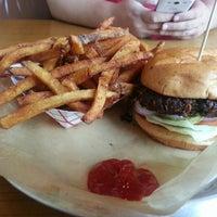 Das Foto wurde bei Stackhouse Burgers von Erin G. am 6/27/2013 aufgenommen