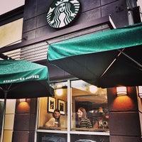 Foto tirada no(a) Starbucks por Katie M. em 2/10/2013