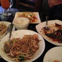 Foto tomada en Boonsong Thai Cuisine por Sharon S. el 2/15/2013